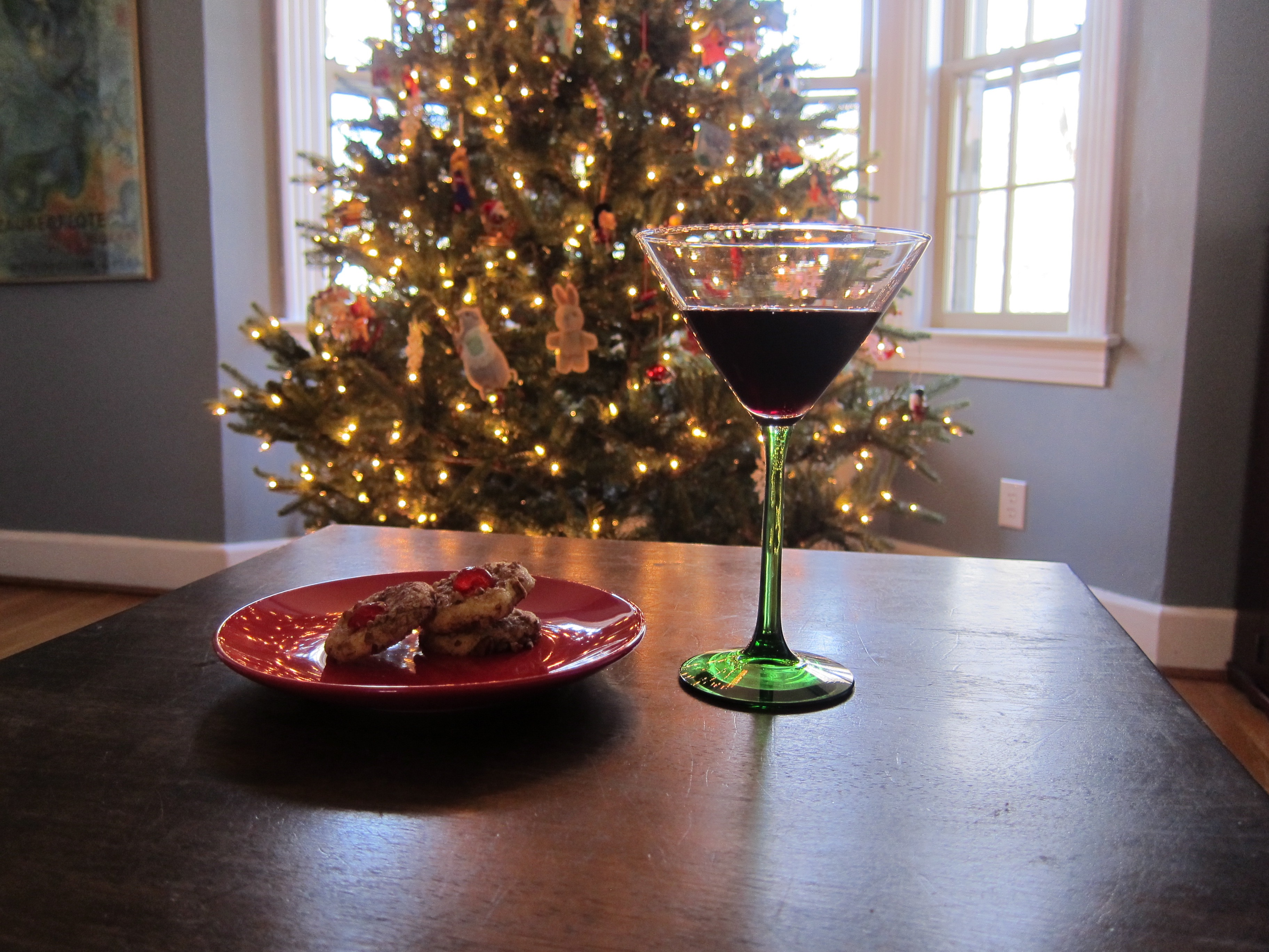 plate of cookies, cocktail, and Christmas tree